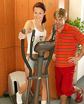 Sporty teenager gets fucked by the instructor in the gym
