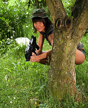 Horny army teenie is sucking a hard dick in dense bushes
