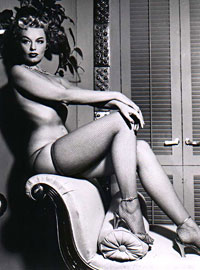 Sensual model from the fifties showing her beautiful body