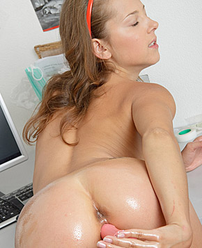 Teenager masturbates with a vibrating dildo when shes alone