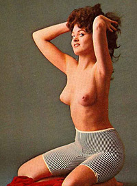 Some very real vintage pinup girls are posing nude solo