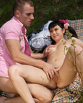 A horny dude banging a hot untainted teenage chick outside
