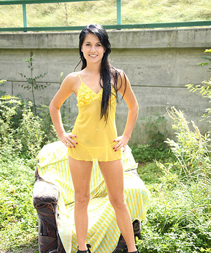Teenage babe masturbates on a chair in the bushes with a toy