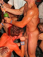 These gay guys know how to have a sucking and fuck party
