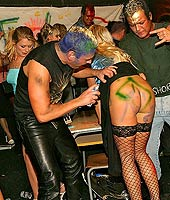 Punk rock babes gobbling knob in hot groupsex party action