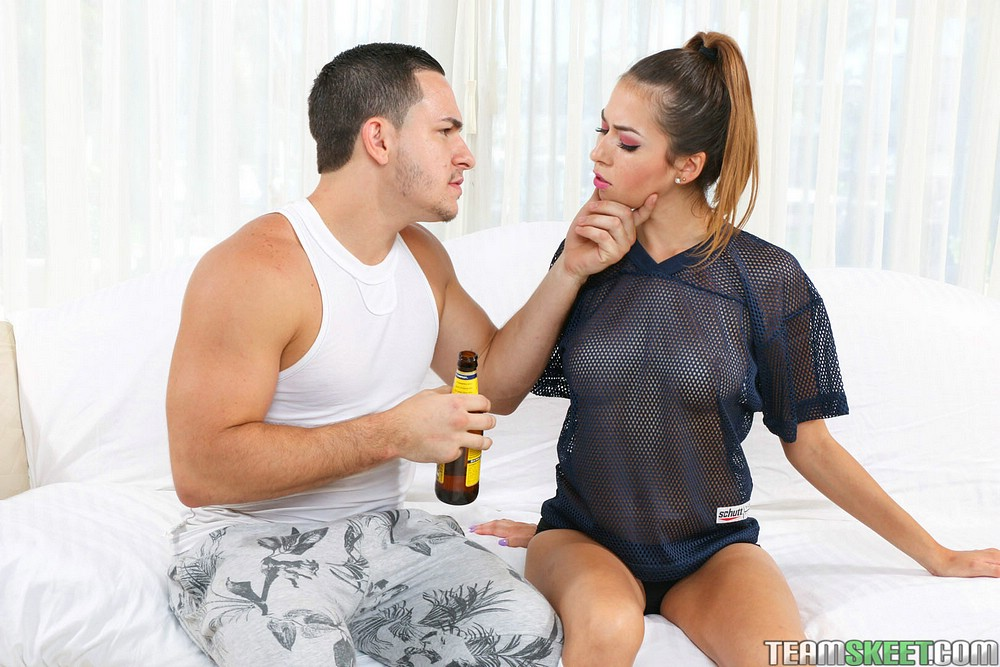 Latina pornstar Melissa Moore coaxing cumshot on tongue from big black dick № 1514347  скачать