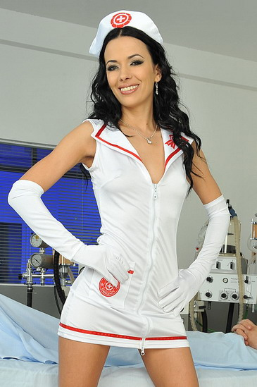 Kinky nurse brings happiness for h lucky patient