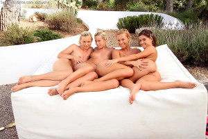 Dazzling honeys nude and dildo pussies in outdoor foursome