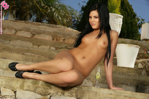 Raven haired minx strips and soaks shaved pussy with drink