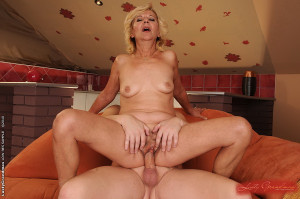 Old sex-craving vagina pounded hard by fresh cock