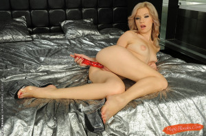 Blonde bombshell fingering and dildoing herself