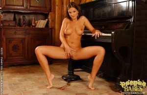 Busty brunette Sandra peeing on the music-stool