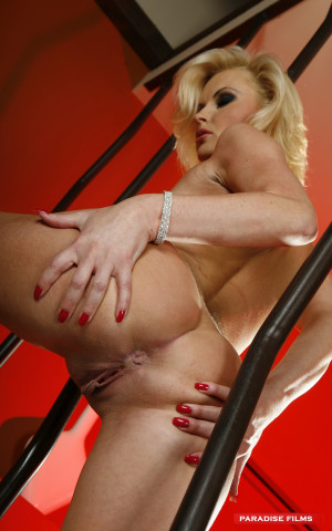 Blonde Beauty Strips & Plays