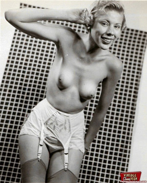 Pretty horny naked vintage chicks posing in the thirties
