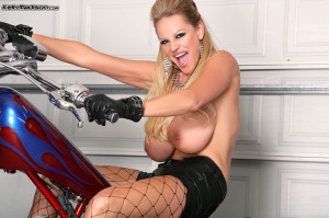 Riding a bike and riding a cock aren\t exactly the same thing, but Kelly is a pro at both disciplines!