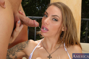 Juelz Ventura & Giovanni Francesco in Neighbor Affair – Naughty America