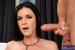 India Summer & Chad White in Seduced by a Cougar – Seduced by a Cougar