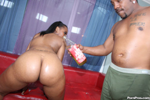 Essence Beauty – Ghetto cunt with a magnificent ass gets some rough black love