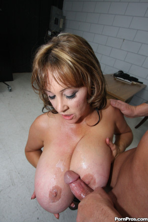 Kandi Kox – Juicy MILF with a huge rack loving the cock
