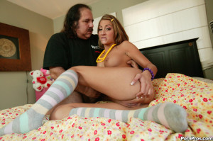Natalia Rossi – Cute latina teen makes Ron Jeremy cum!