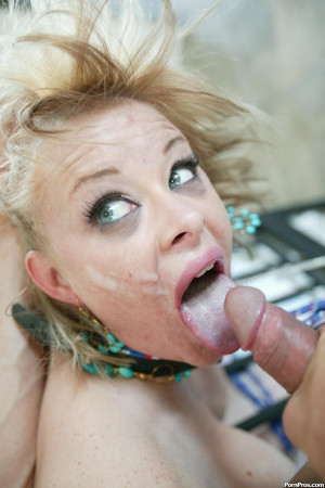 Kylie Lovit – Man this slut has some huge tits and is willing to do anything to get off