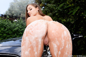 Amirah Adara Pictures in Crazy Ex Car Wash
