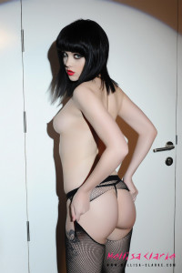Mellisa Clarke looks lush in stripping from her lingerie