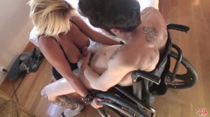 Puta Locura – Hot blonde fucks a disabled guy