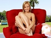 Gorgeous blonde spreads and enjoys deep wet fisting on patio