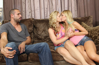 Sarah Vandella, Tasha Reign & Karlo Karrera in 2 Chicks Same Time - Naughty America