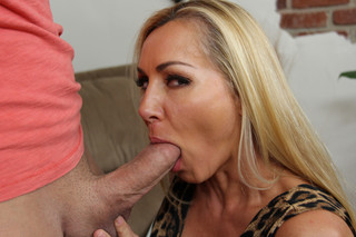 Lisa DeMarco & Xander Corvus in My Friend´s Hot Mom - Naughty America