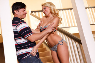 Katie Summers & Anthony Rosano in My Girlfriend´s Busty Friend - Naughty America