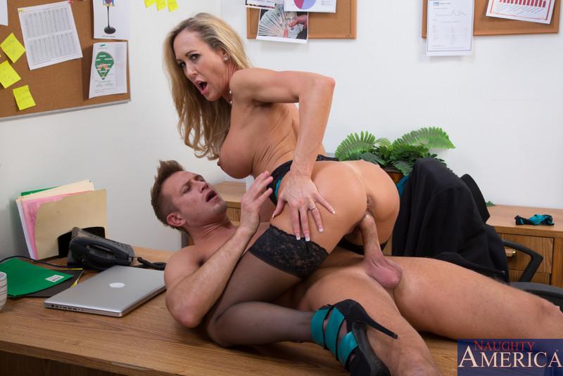 krasivoe-russkoe-porno-v-ofise