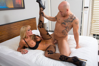 Houston & Derrick Pierce in Seduced by a Cougar - Naughty America