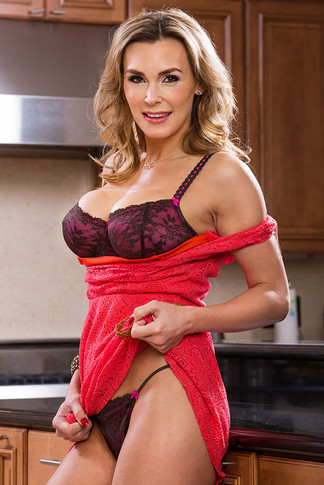 Tanya Tate & Alan Stafford in Seduced by a Cougar - Naughty America