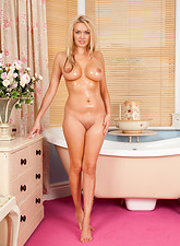 Amber Jayne  Busty naked housewife Amber Jayne shaves her wet pussy in the bathtub