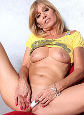 Jessica Sexton  Blonde Anilos milf spreads off her legs and teases her clit with a mini vibe