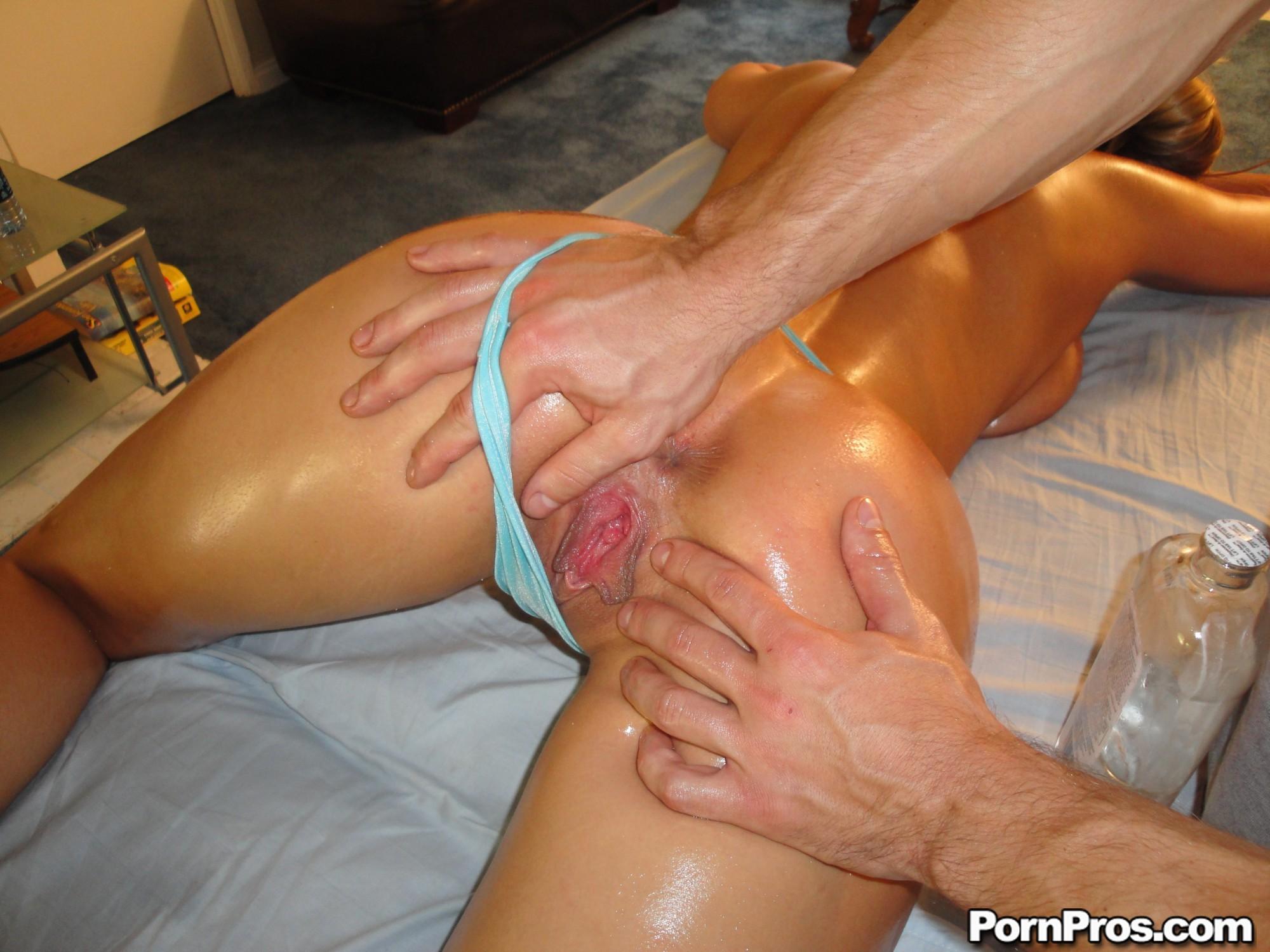 даже порно массаж как высасывают из пизды девушки средних
