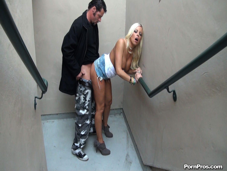 отсосала в лифте