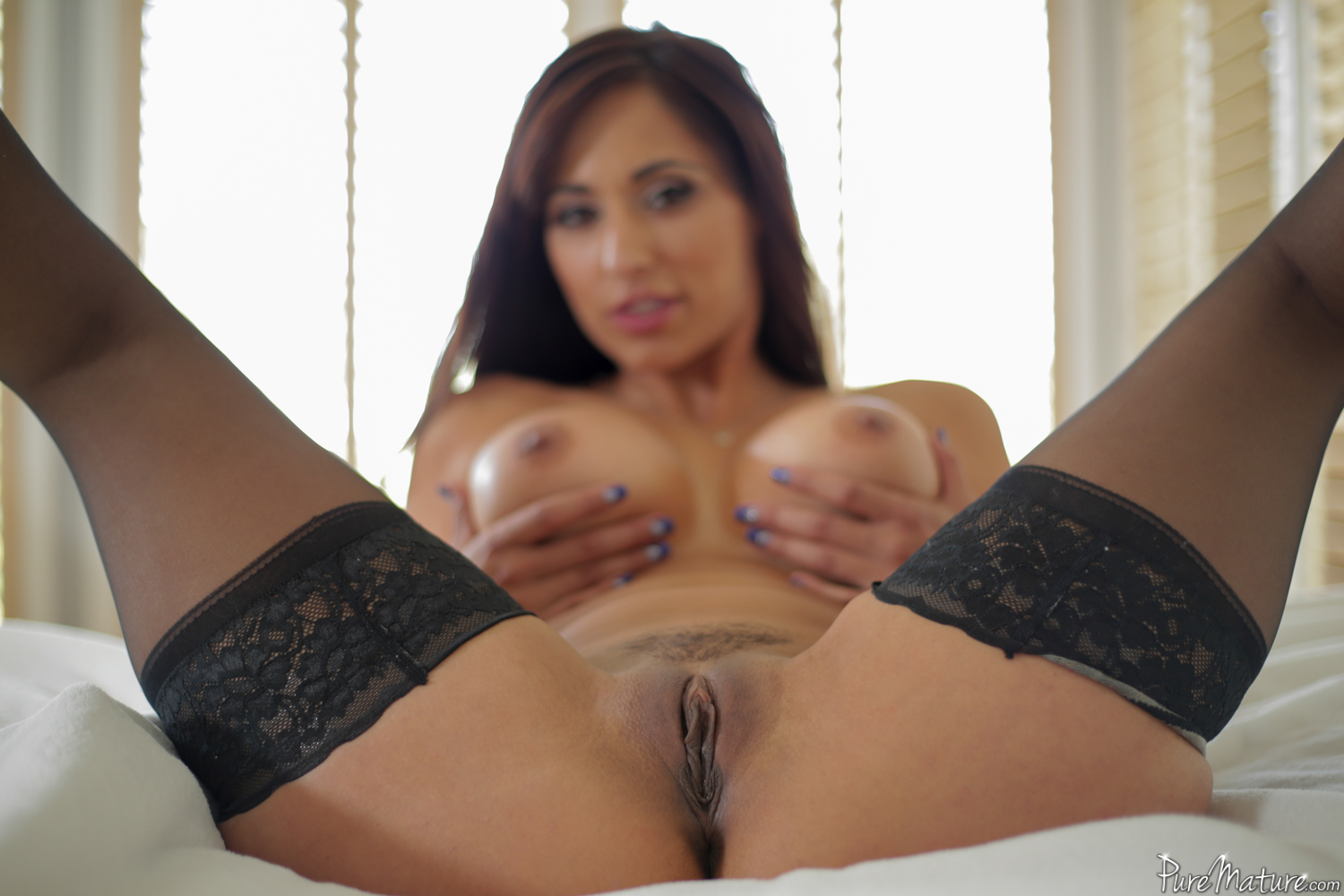 Alana luv is a hot new york milf