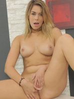 Anna Black likes to tease her pussy