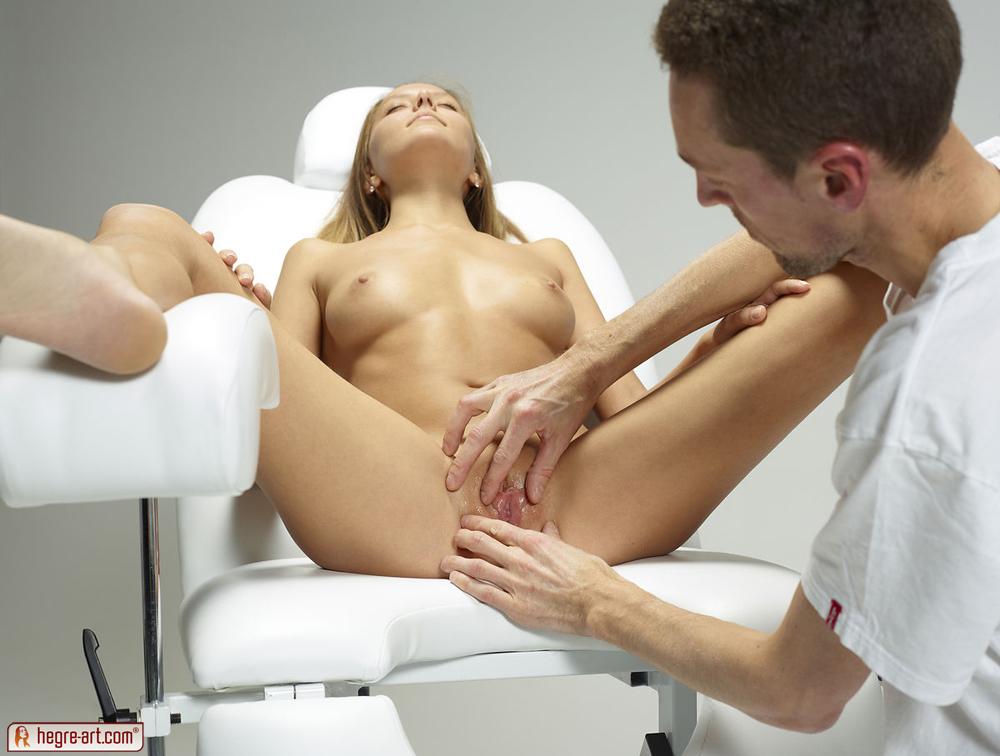 Молодые телки на осмотре у гинеколога