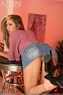 Moni´s jeans skirt goes up and she reveals her flawless butt. Hmmm...that ass needs some tappin´ and slappin´