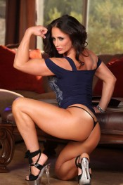 Bodybuilder Nikki Jackson shows off her muscles and gorgeous face.