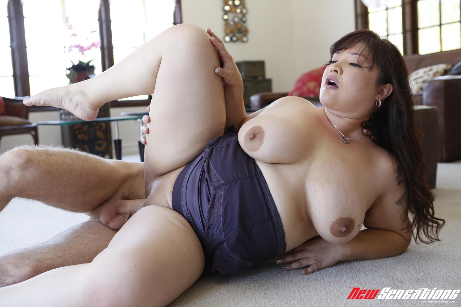 светловолосая сучка порнуха с пышными японками том